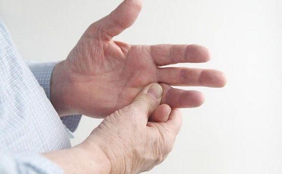 Почему дергаются руки? Спазм мышц или тикозный гиперкинез?